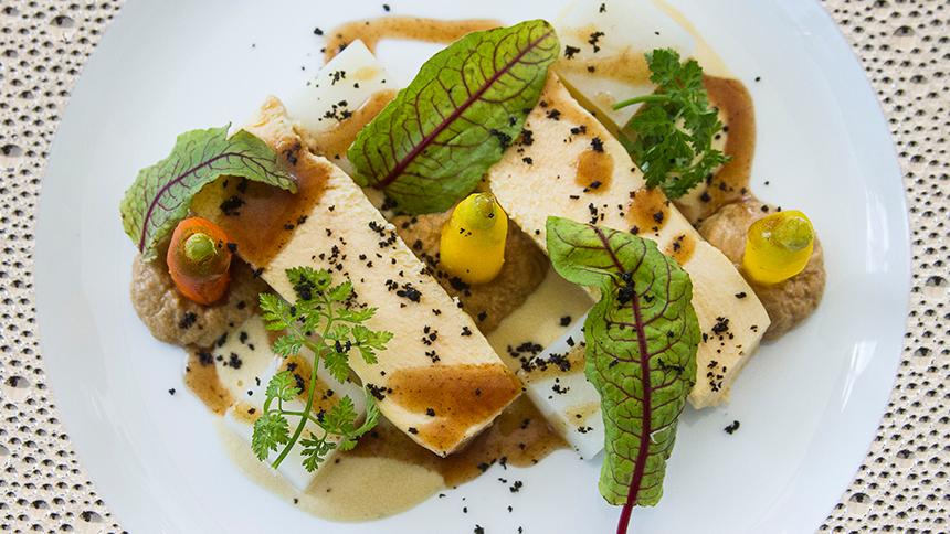 Pechuga de Pavo con Salsa de Ceniza de Cebolla