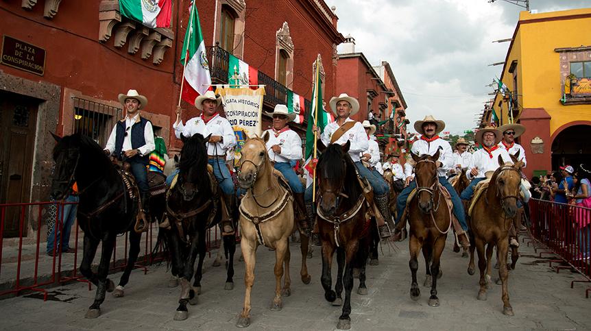 Casa Dragones se unió a la Cabalgata Historica en San Miguel de Allende en honor al Día de Independencia
